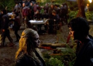 The 100 - Episode 1x09 - Unity Day - Clarke et Bellamy