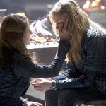The 100 - Episode 2.09 - Remember Me - Clarke et Abby